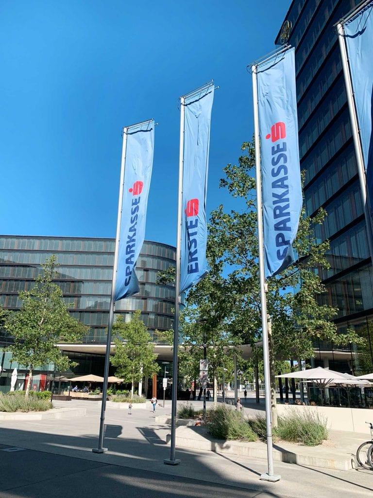 Erste Group Bank AG Fahnen